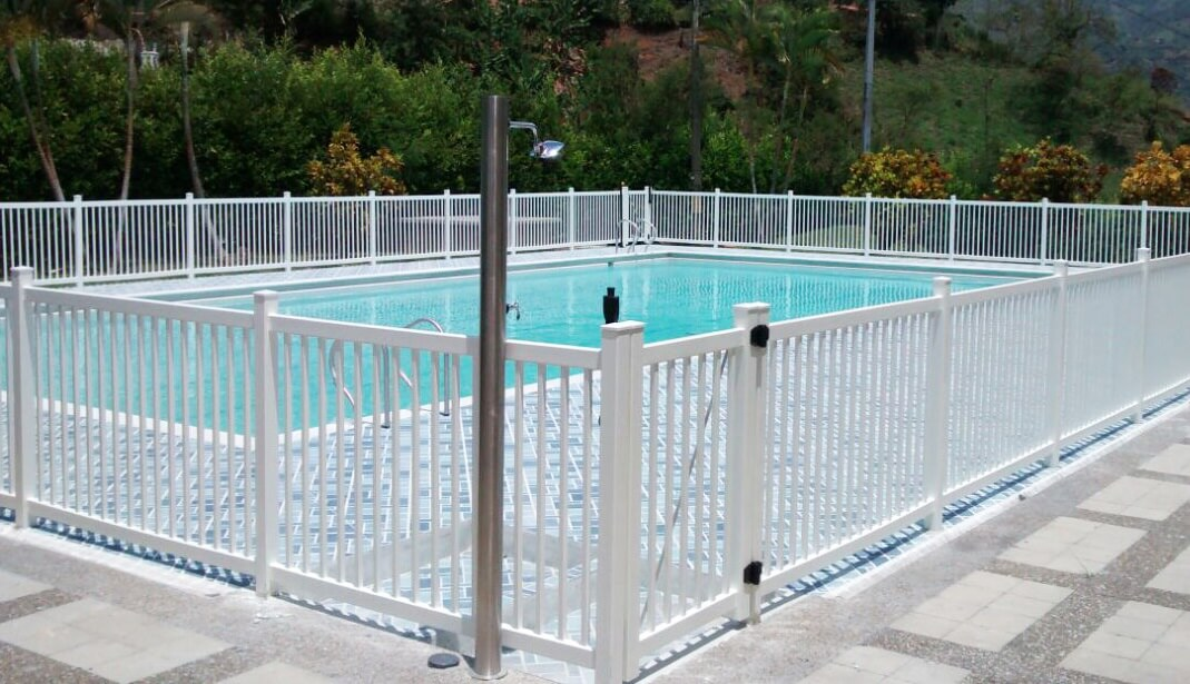 Cerramiento piscinas metro lineal productos limpia ya - Cerramiento para piscinas ...